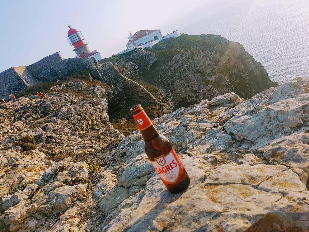 Sagres una finestra sulla fine del mondo: panorami con birre
