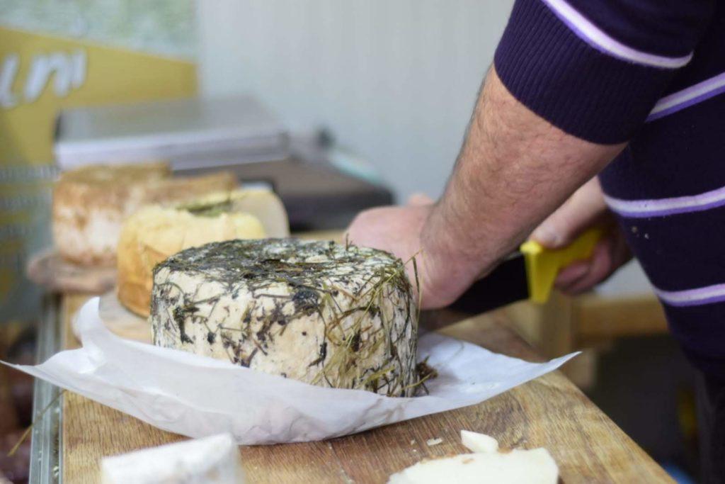 Il pastore casaro Domenico e i suoi buonissimi formaggi